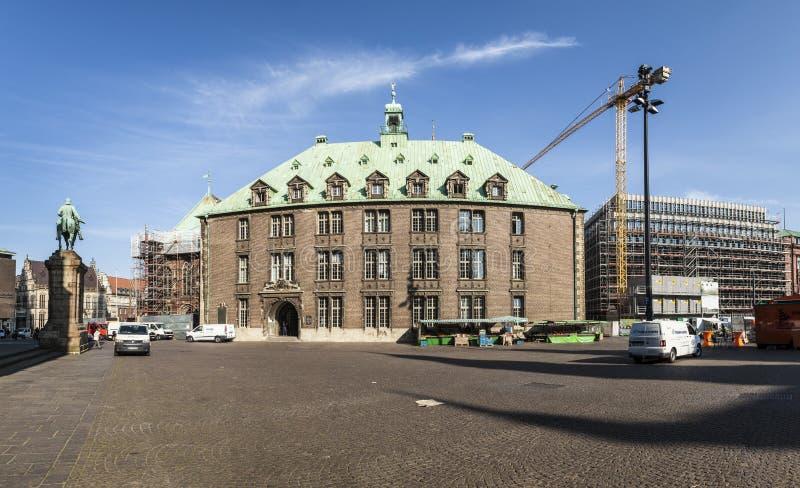Rathaus und Bismarck-Statue auf dem Marktplatz in Bremen stockbilder
