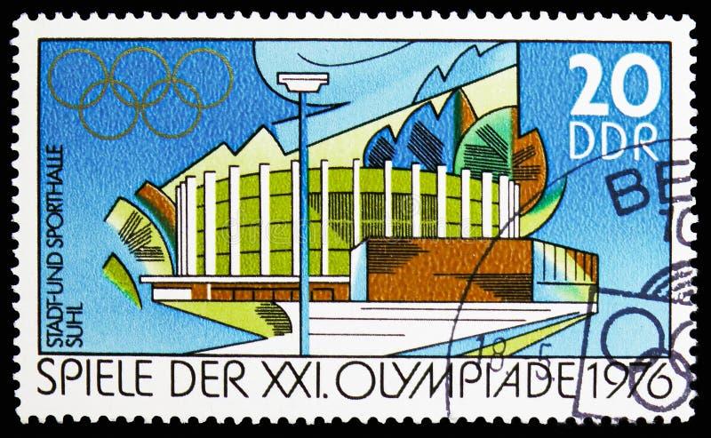 Rathaus und Turnhalle in Suhl, Sommer Olympics 1976, Montreal-serie, circa 1976 stockbilder