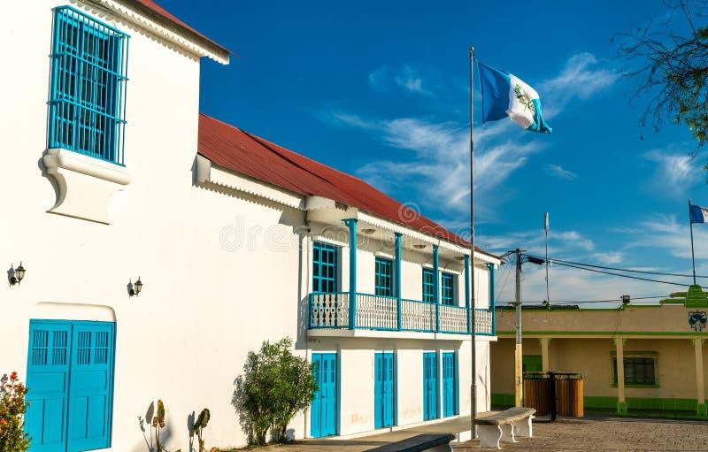 Rathaus von Flores in Guatemala lizenzfreie stockbilder