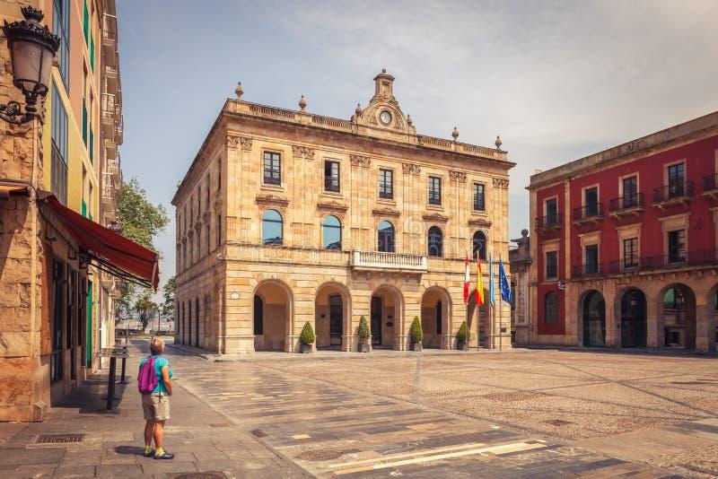 Rathaus von Gijon im Bürgermeisterquadrat, Weise von St James, Asturi lizenzfreies stockfoto