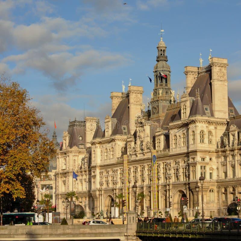 Rathaus von Paris, Frankreich an einem sonnigen Tag stockbilder