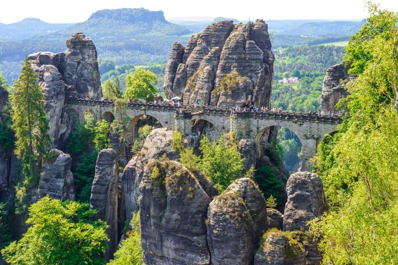 RATHEN, ALLEMAGNE - MAI 2017 : Pont de Bastei dans Saxon Suisse i images stock