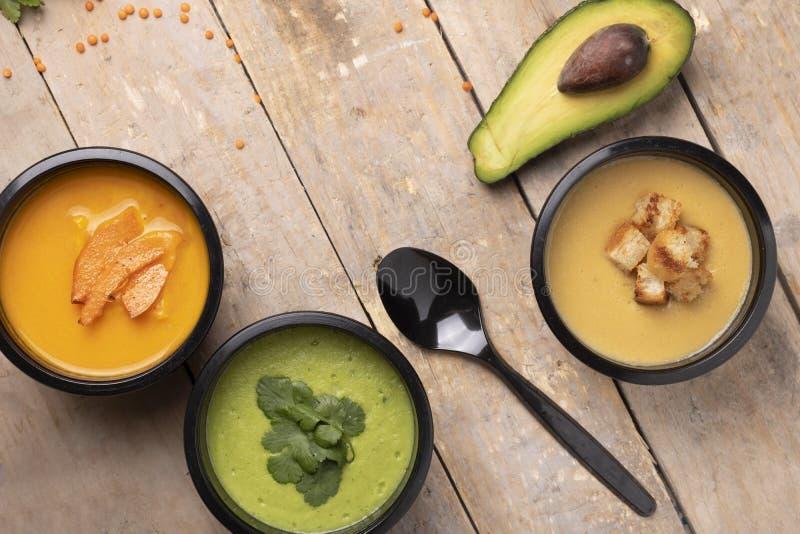 Ratio óptimo de proteínas, de grasas y de carbohidratos, así como por separado en el contenido calórico de cada plato, envases de fotografía de archivo