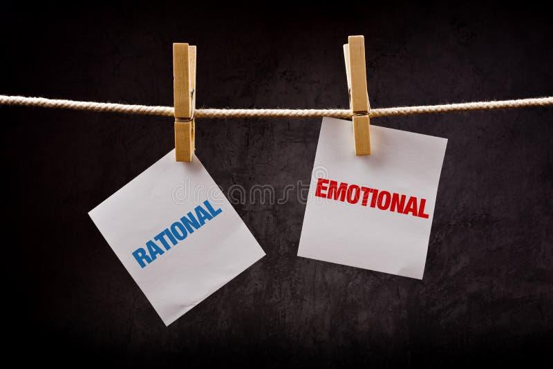 Rationellt vs emotionellt begrepp arkivfoto
