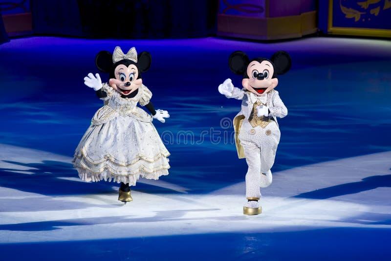 Rato Disney de Minnie e de Mickey no gelo fotos de stock