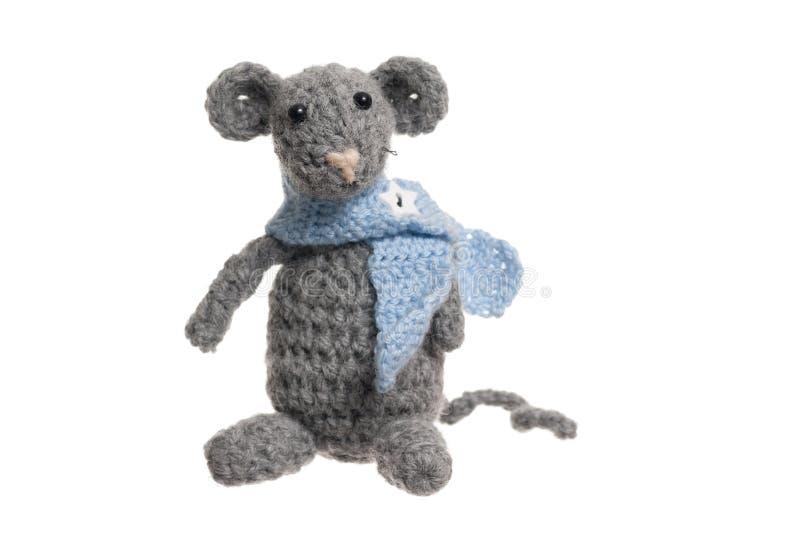 Rato do Crochet, fundo Handmade, branco. fotos de stock royalty free