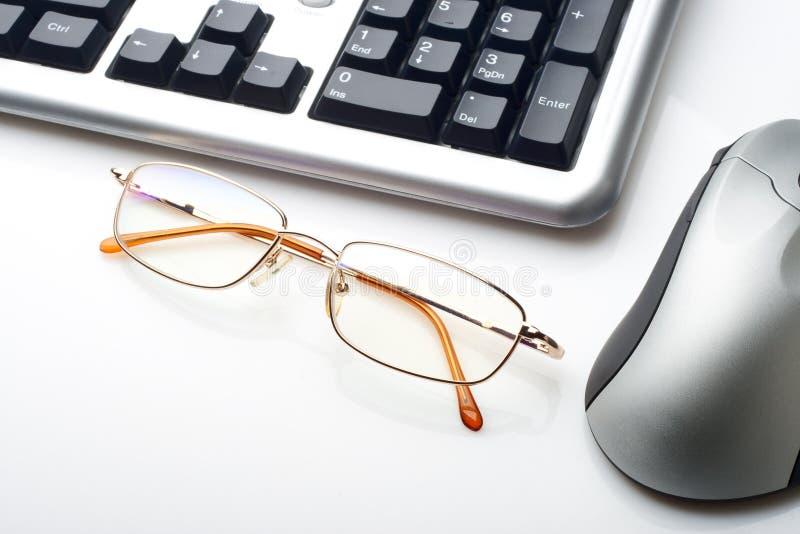 Rato e vidros do teclado foto de stock royalty free