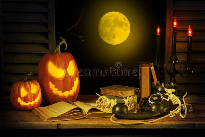 Ratones dañosos de Halloween que hacen llamadas de la broma imágenes de archivo libres de regalías
