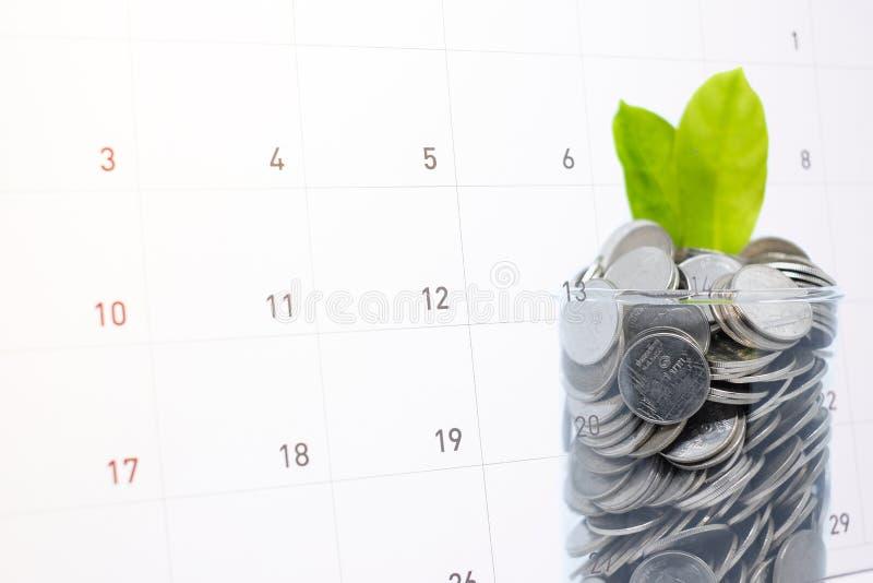 Ratować frugal pieniądze w szkle dla twój inwestorskiej przyszłości obraz royalty free