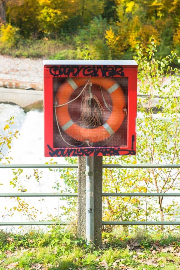 Ratowniczy koło na brzeg zdjęcie royalty free
