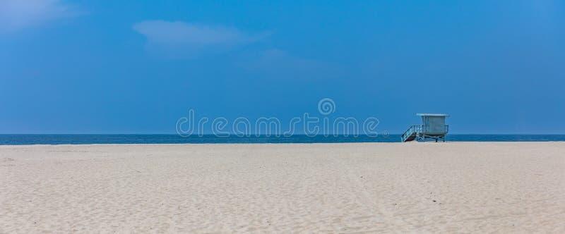 Ratownik buda na Snata Monica plaży Ocean Spokojny linii brzegowej Los Angeles usa obraz royalty free