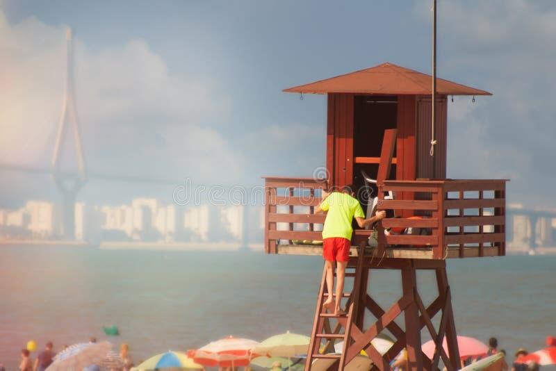 Ratownik na plaży na wierza Hiszpania obrazy stock