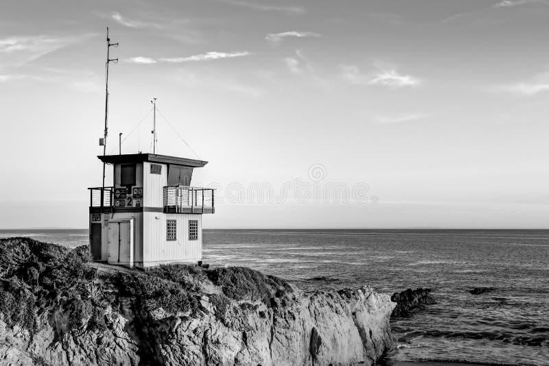 Ratownik stacja przy zmierzchem w Południowym Kalifornia w czerni i zdjęcie royalty free
