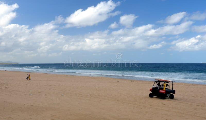 Ratownika napędowy powozik na plaży fotografia royalty free