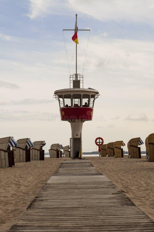 Ratownika wierza przy morzem bałtyckim w Germany zdjęcia royalty free