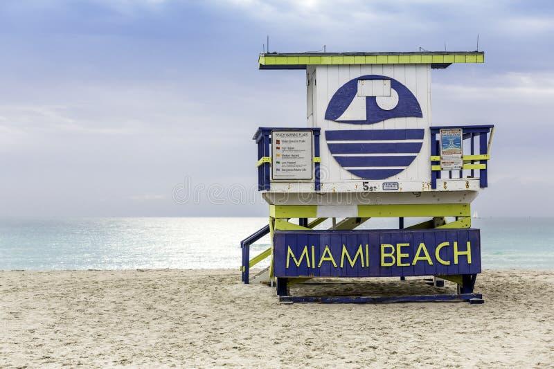 Ratownika wierza w południe plaży, Miami obraz stock