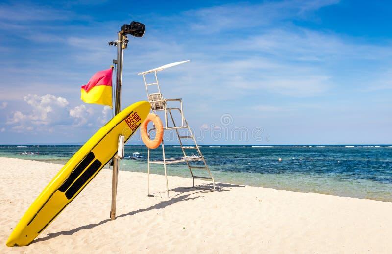 Ratownika wyposażenie na piaskowatej plaży fotografia stock