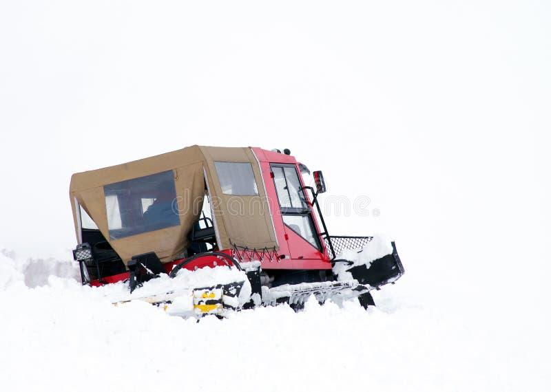Ratrack - groomer della neve - che avanza nella neve profonda fotografie stock