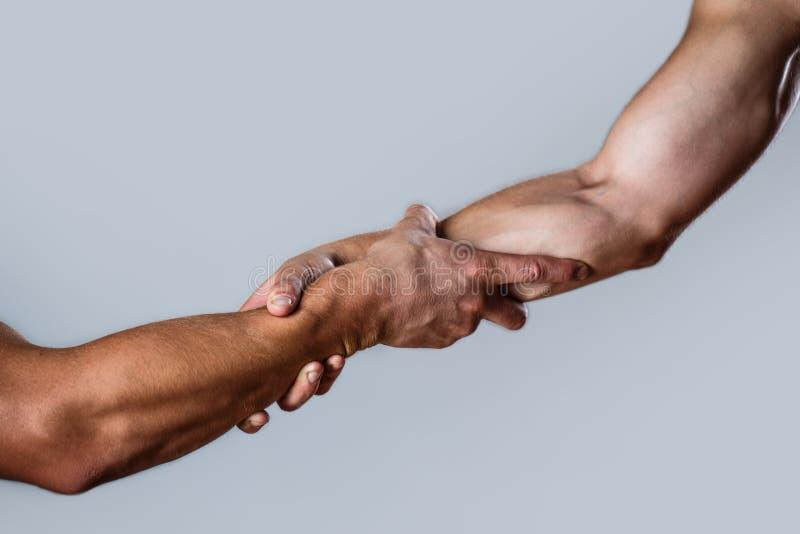 Ratunek, pomaga gest lub ręki, Pomocnej dłoni pojęcie, poparcie Pomocna dłoń szeroko rozpościerać, odizolowywał, rękę, salwowanie fotografia royalty free