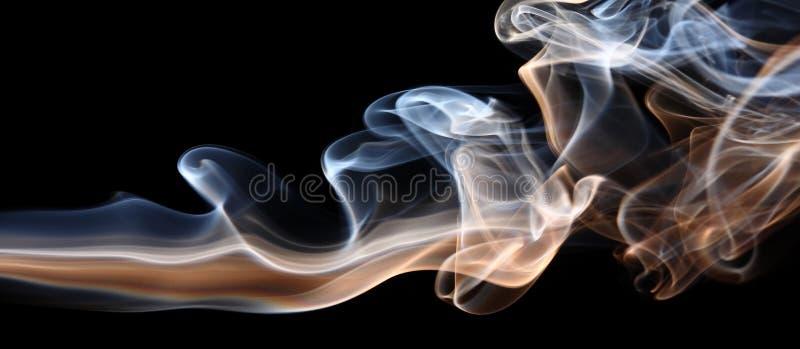 Rauch auf Schwarzem stockfoto