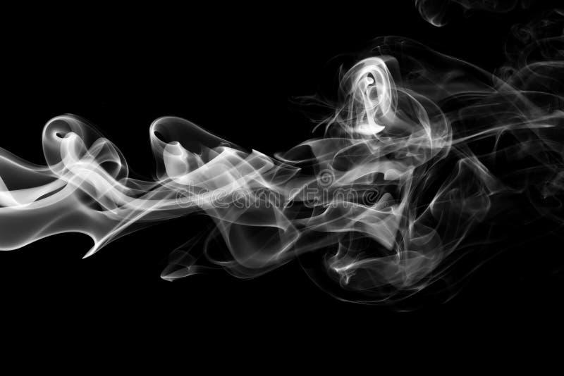 Rauch auf schwarzem Hintergrund lizenzfreie stockbilder