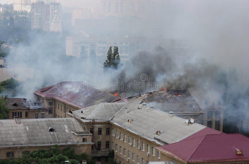 Rauch in der Stadt stockbild
