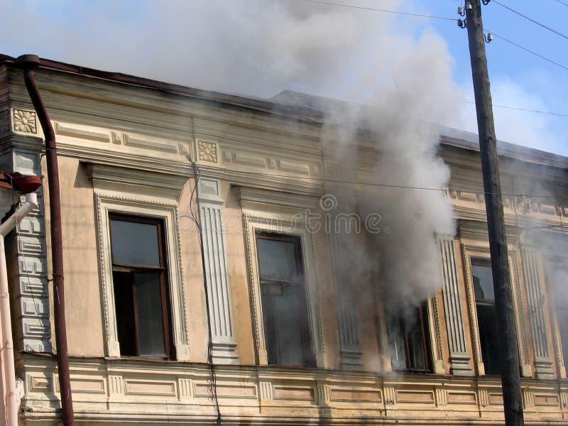 Rauch im Fenster lizenzfreies stockfoto