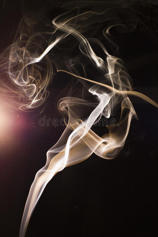 Rauch unter Beleuchtung lizenzfreie stockfotos