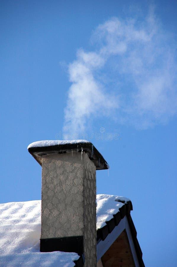Rauchender Kamin lizenzfreies stockbild