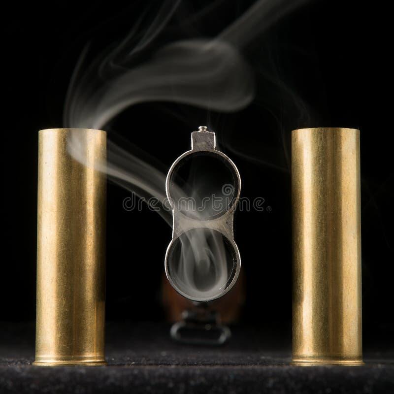 Rauchendes Fass des Gewehrs stockfotos