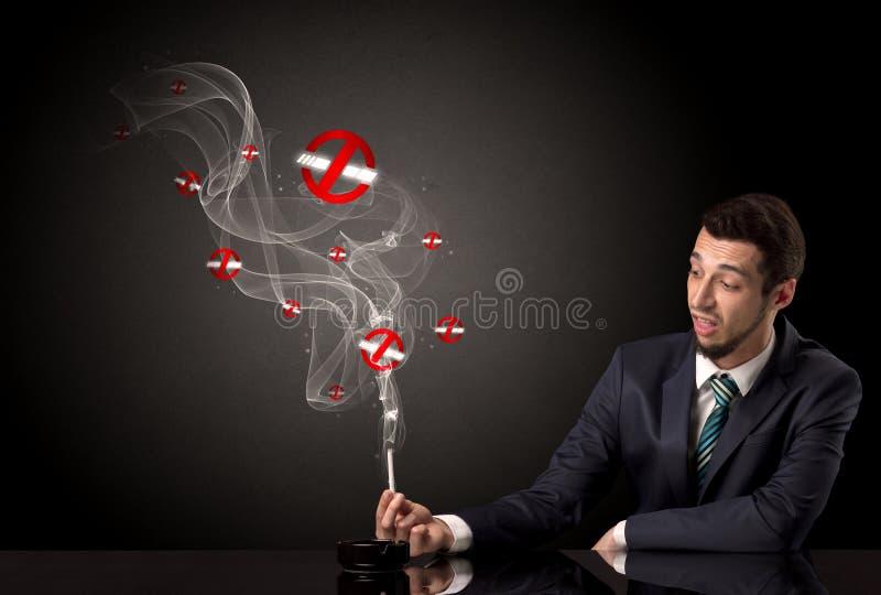 Rauchendes Konzept des Geschäftsmannes stockbild