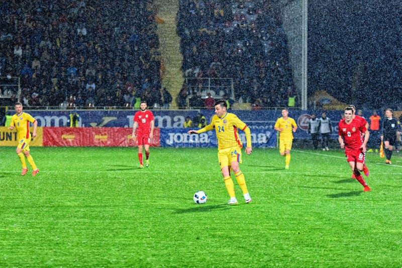 Raul Rusescu bawić się piłkę (Rumunia) obraz royalty free