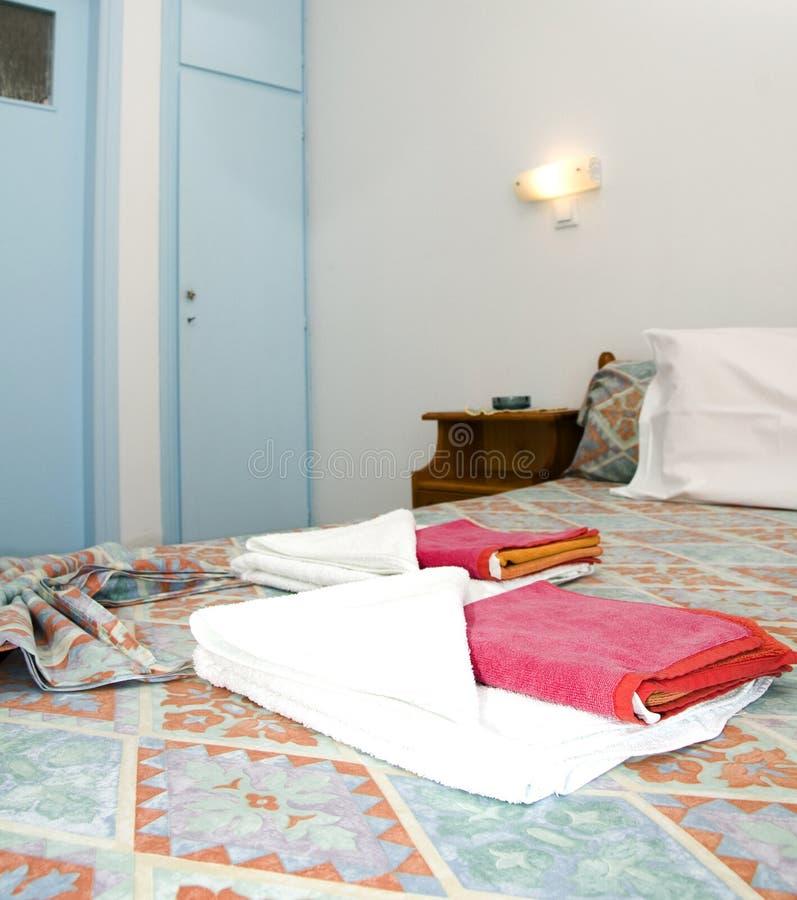 Raum in der griechischen Inselstudiowohnung für Miete stockbild