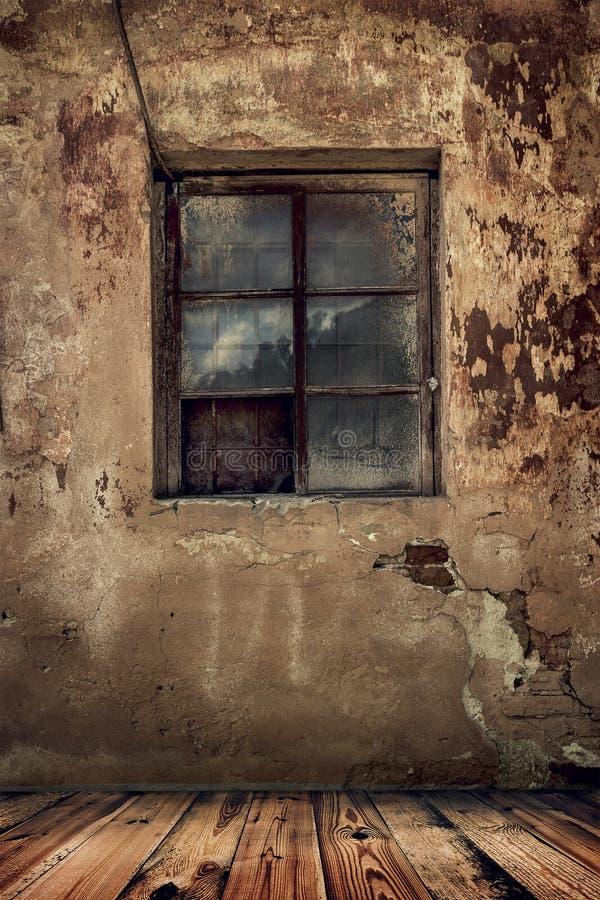 Raum in einem alten verlassenen Haus lizenzfreie stockfotografie