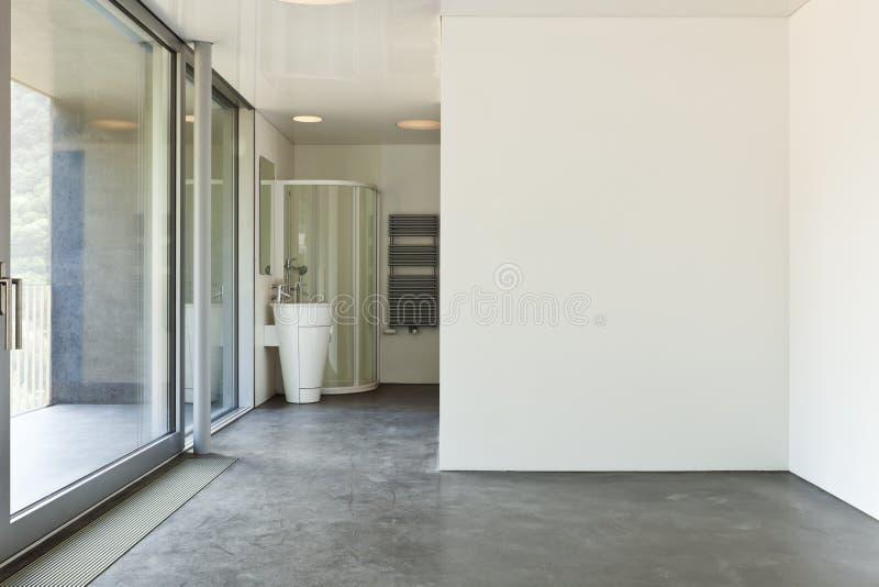 Raum mit Badezimmer lizenzfreie stockbilder