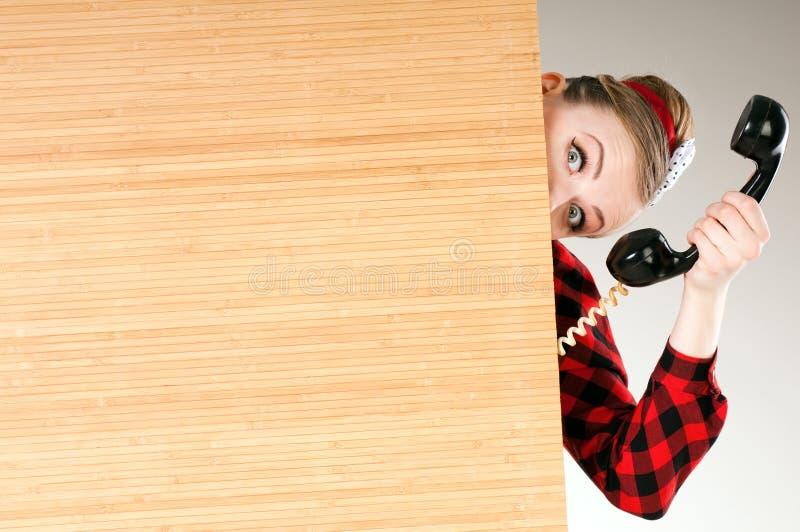 Raum- und Telefonanrufe, Telefonunterstützung, ein dringender Anruf stockfotografie