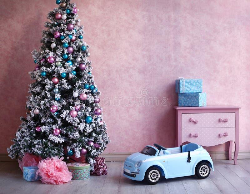 Raum-Weihnachtsdekoration des schäbigen Kükens Retro- lizenzfreie stockfotos