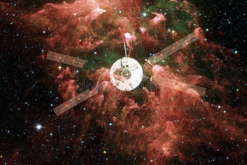 Raumfahrzeug-Produkteinf?hrung in Raum Sch?nheit des Weltraumes stockfoto