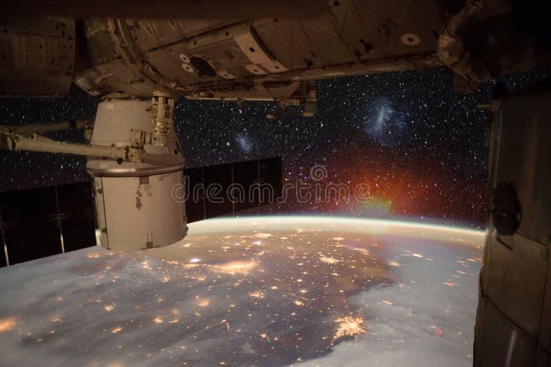 Raumschiff auf der Bahn lizenzfreies stockfoto