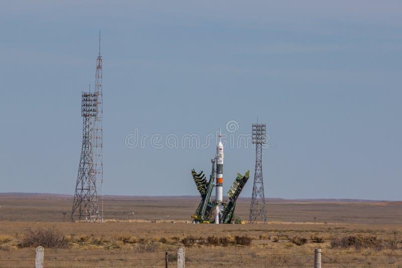 Raumschiff Soyuz auf Bajkonur-Spaceport bereit zur Produkteinführung lizenzfreies stockbild