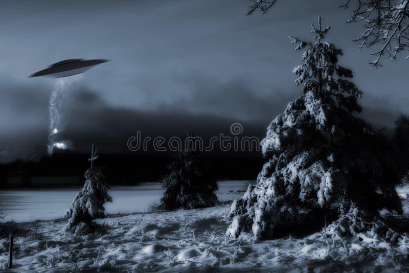 Raumschifflandung in der kalten Winterlandschaft stockfotos