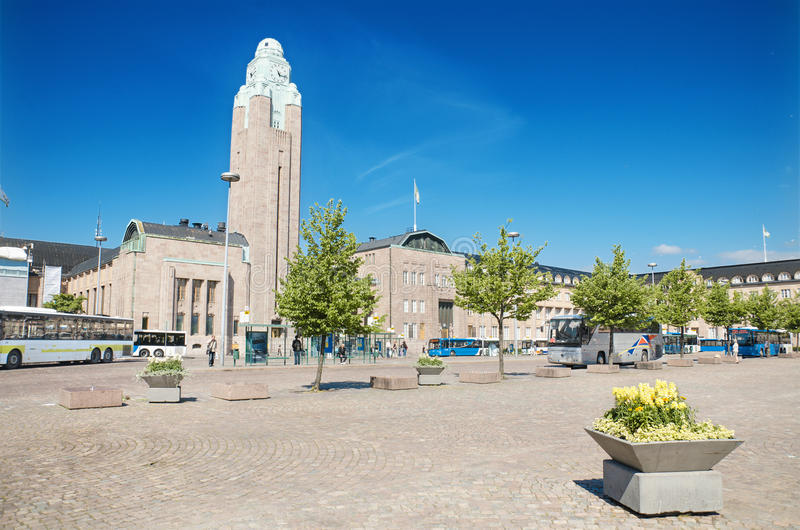 Rautantientori,赫尔辛基中央火车站正方形在2013年6月22日的一个晴天在赫尔辛基芬兰 免版税图库摄影