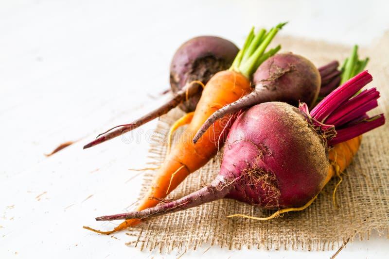 Rauwe groenten klaar voor het roosteren stock fotografie