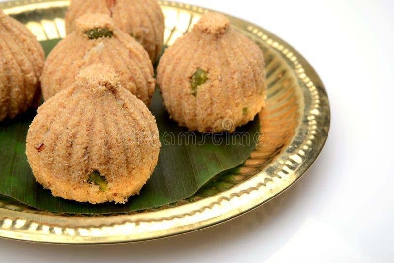Rava en droge vruchten Modak, een traditioneel snoepje van Maharashtrian stock foto's