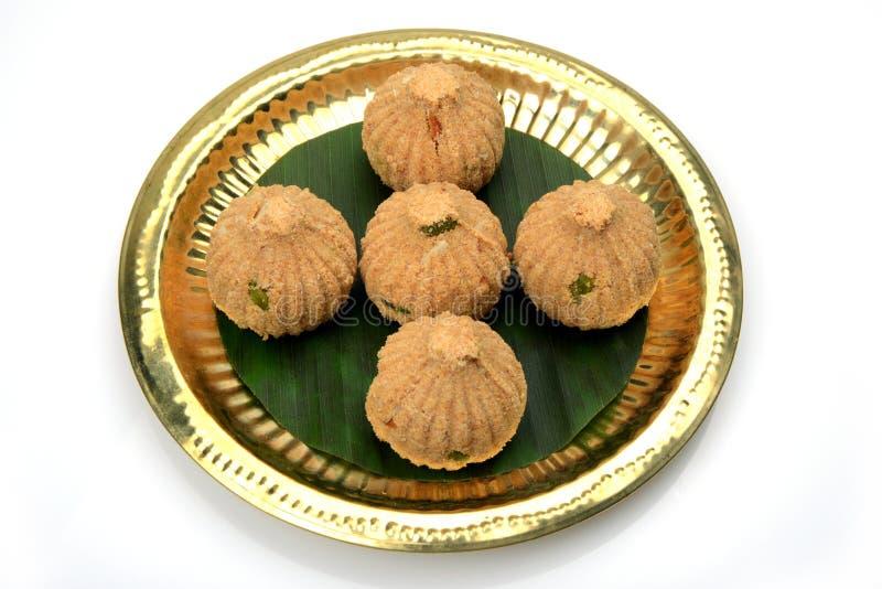 Rava en droge vruchten Modak, een traditioneel snoepje van Maharashtrian royalty-vrije stock foto