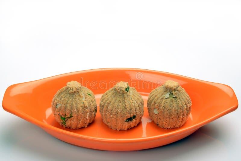 Rava en droge vruchten Modak, een traditioneel snoepje van Maharashtrian royalty-vrije stock foto's