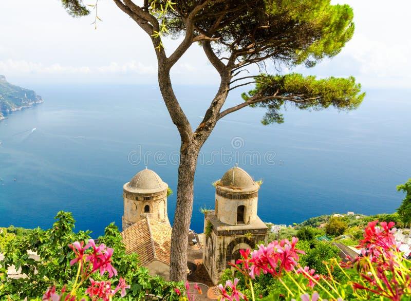 Ravello på den Amalfi kusten, Italien royaltyfri fotografi