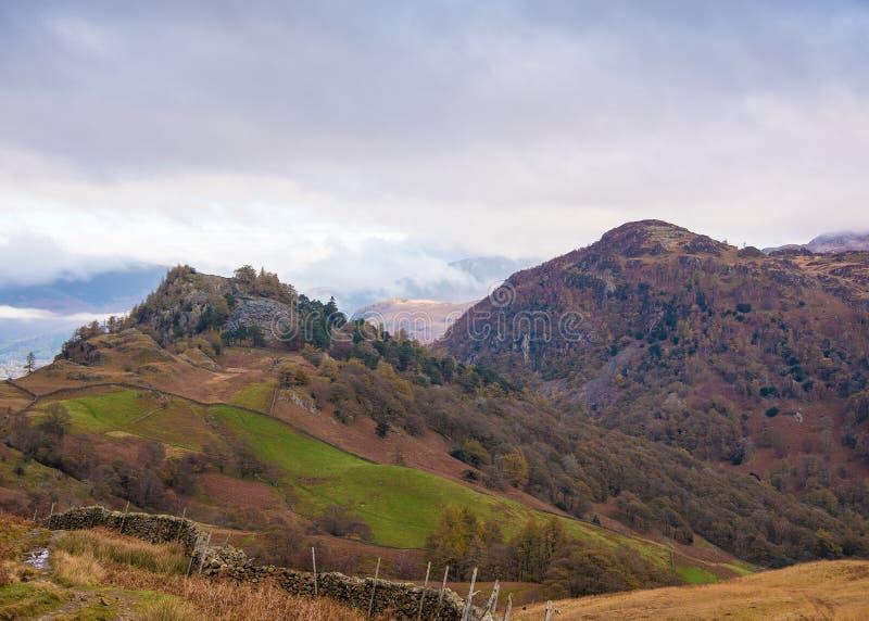 Raven Crag en Kasteelsteile rots stock afbeeldingen