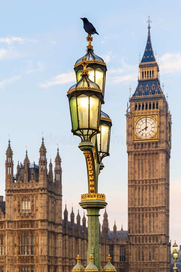 Free Raven On Lampost At Houses Of Parliament In Early Winter Morning Royalty Free Stock Images - 88944269
