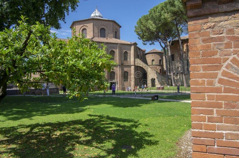 Ravenna/ITALIEN - Juni 20, 2018: San Vitale Basilica som förbluffar härlig historisk byggnad, ställe av intresse arkivfoto